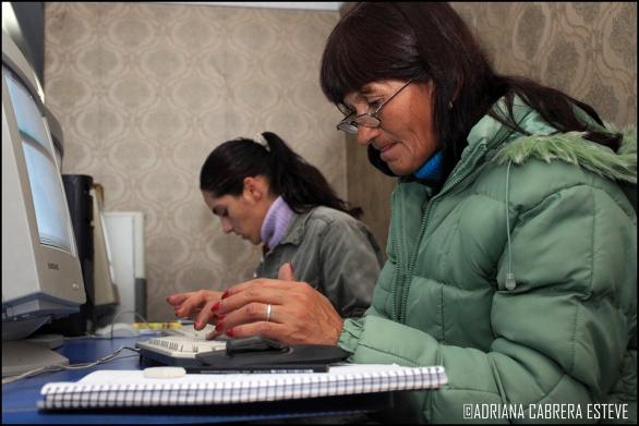 Clase de informática en el marco de Uruguay Trabaja